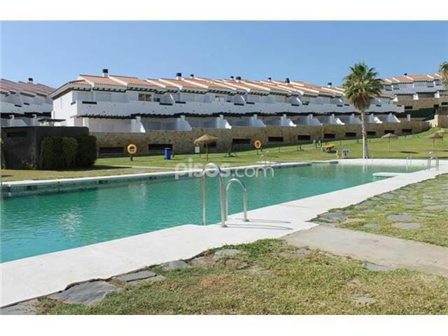 Very well priced newly refurbished and spacious townhouse situated close to the Hipodromo racecourse, Spain