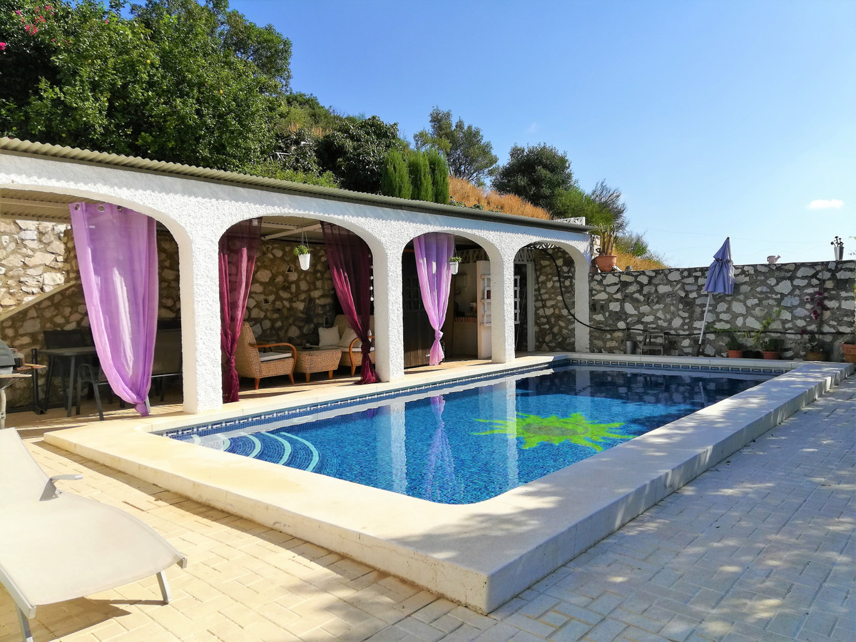 Great opportunity! This Andalucian style detached villa has already been fully renovated with new ki,Spain