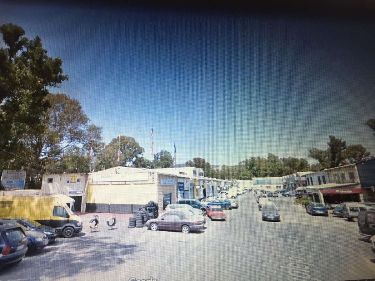 Workshop ready to work in the industrial estate of Elviria de Marbella is sold, Spain