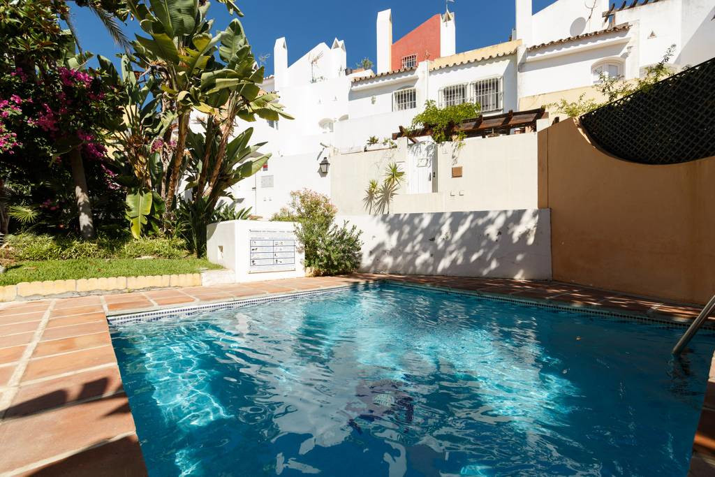 Magnificent townhouse in a complex just 5 minutes drive from Puerto Banus, Nueva Andalucia, excellen,Spain