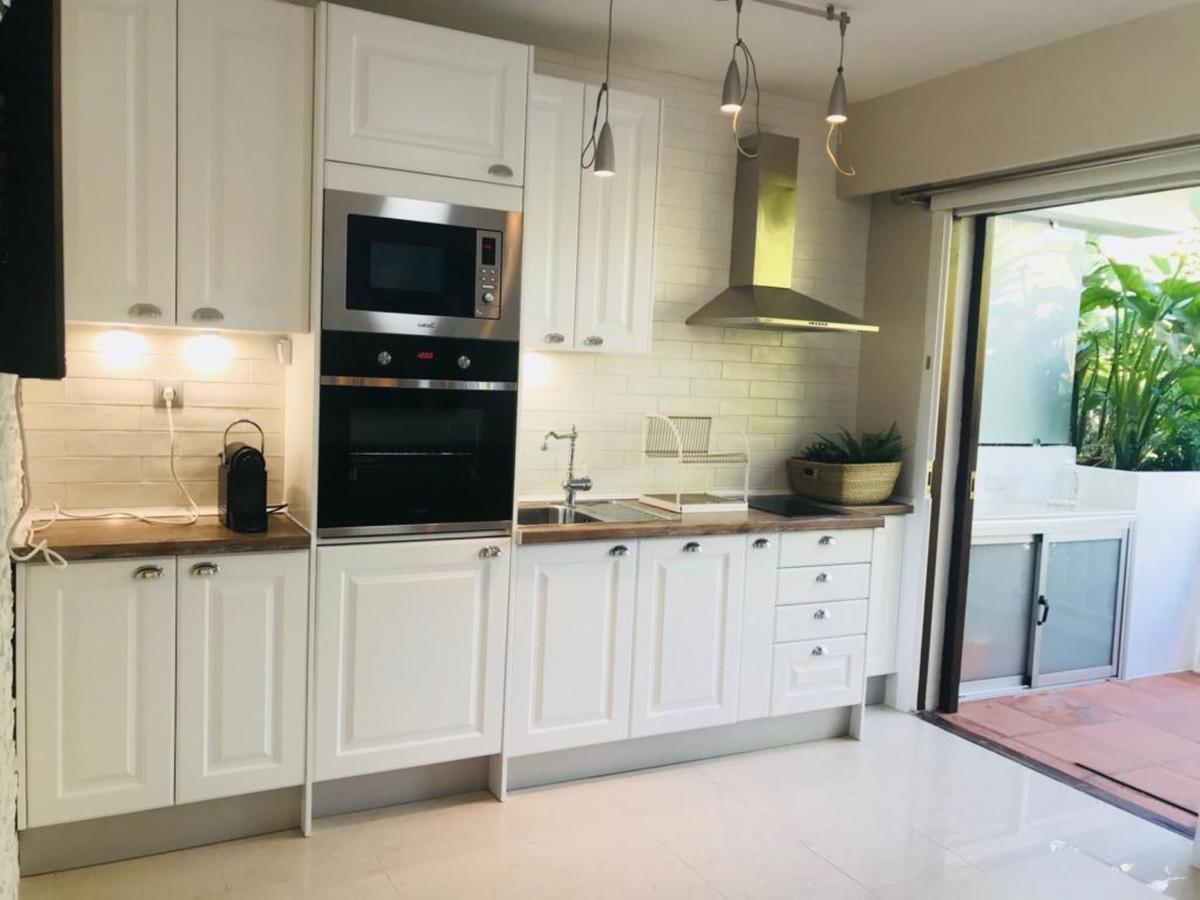Apartamento Planta Baja  en venta en  Puerto Banús, Costa del Sol – R3439303
