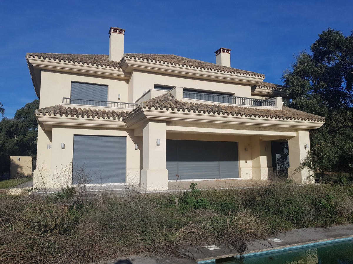 Excellent opportunity - Bank Repossession villa situated in the heart of Valderrama, Sotogrande.  Th, Spain