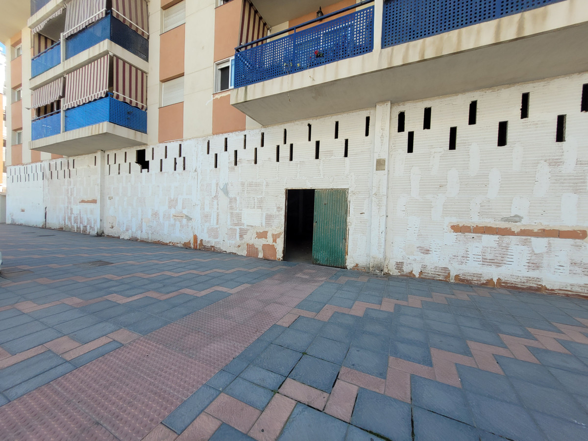 Investment Opportunity – Bank repossessed local with 500m2 of open space on one level  - Ideally loc, Spain