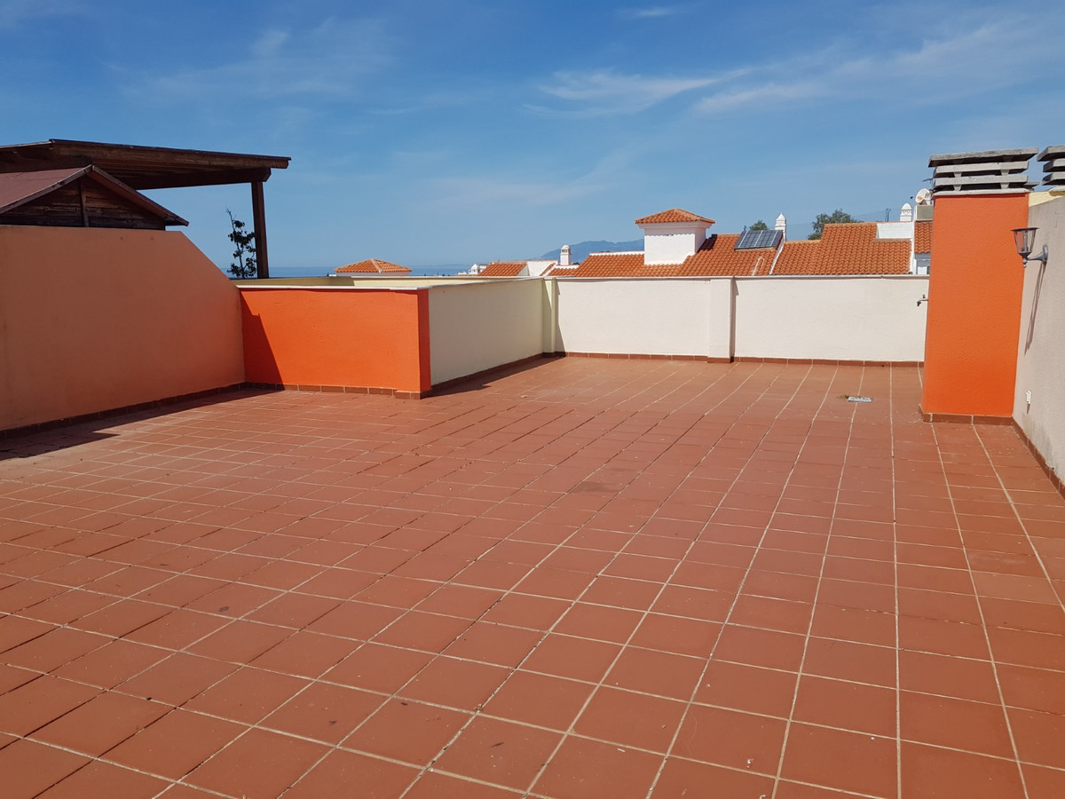 Penthouse with Stunning Sea and Mountain views and a 10 minute walk to the beach - Open to offers  T, Spain