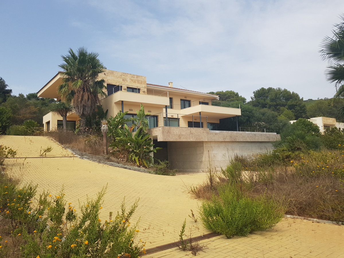 Stunning modern and contemporary villa repossessed by the bank located in one of Sotograndes most lu, Spain