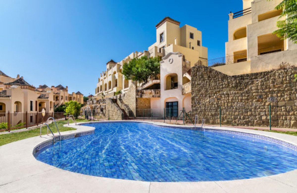 Ref:R3698918 Apartment - Middle Floor Apartment For Sale in Estepona