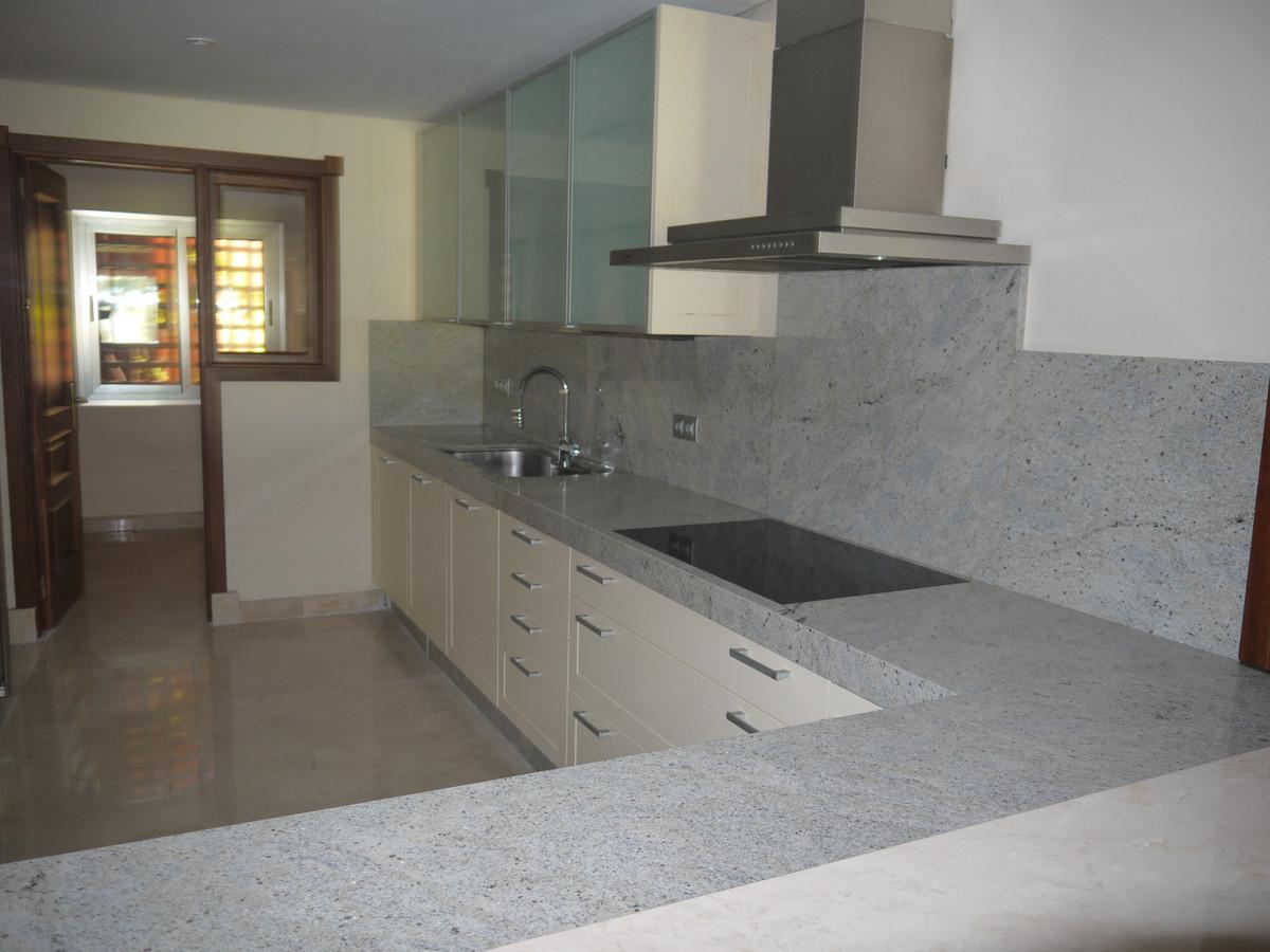 Apartamento Planta Baja en Venta en Los Monteros – R3586876