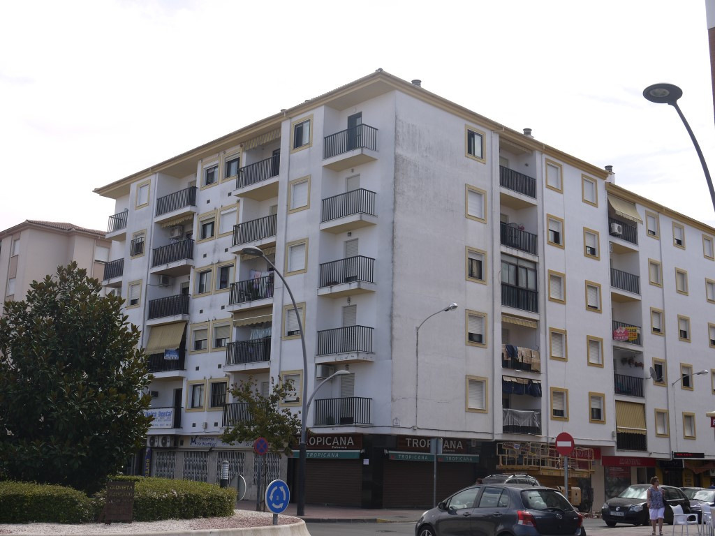 Investment Opportunity Central Ronda - 3 bedroom, 1 bathroom top floor apartment with stunning views, Spain