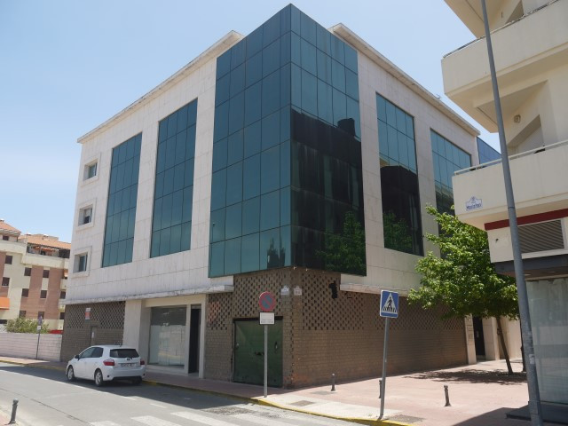 Excellent Investment opportunity ideal for a small business or just a rental investment.  This moder, Spain