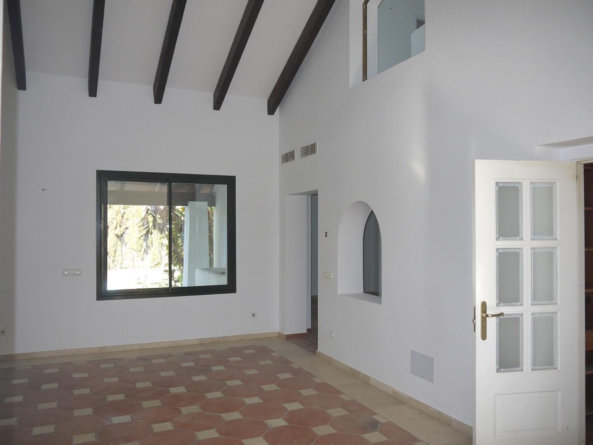 Villa con 4 Dormitorios en Venta Benavista