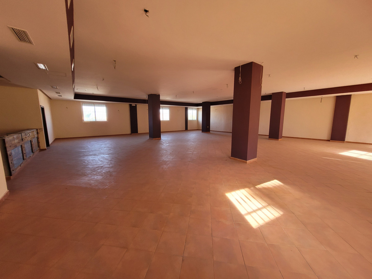 Great Opportunity to purchase this fantastic commercial property located in Alhaurin de la Torre.  T,Spain