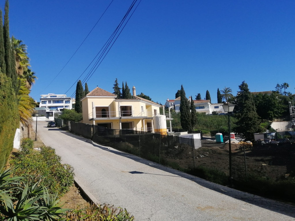 Plot located in an elevated area of Prasio Alto Benahavis.  Due to its location it enjoys fantastic ,Spain