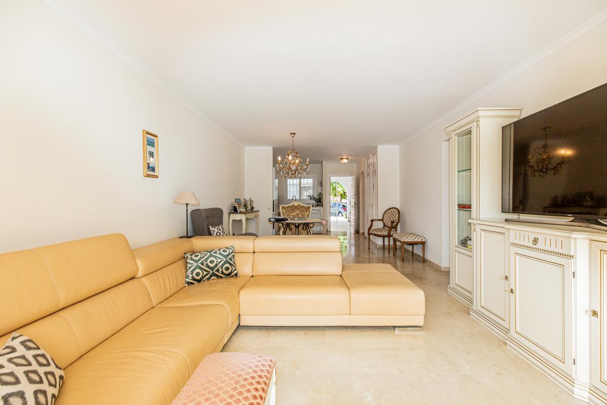 Marbella Banus Apartamento en Venta en El Paraiso – R3679172