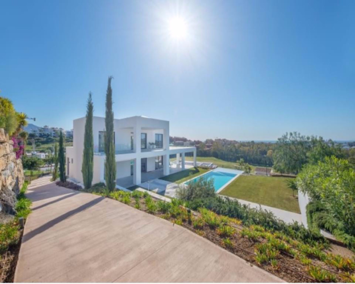 Amazing modern villa in the upscale area of La Alqueria. The layout of the property is as following:,Spain
