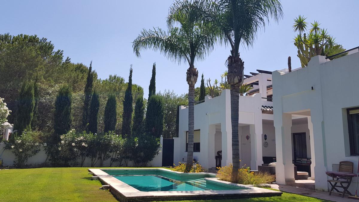 - 4 Bedroom, 4 Bathroom villa located in Sotogrande Alto - Private pool and lush mature gardens - 2 ,Spain