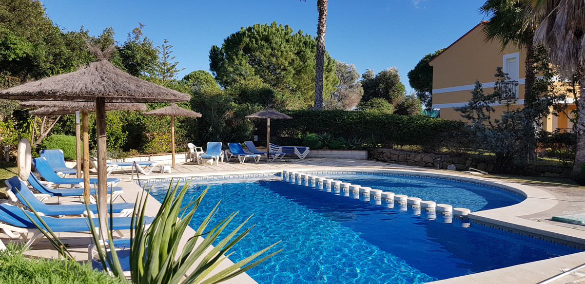 Charming three bedroom townhouse located in the heart of  La Duquesa Golf.  This house is part of a ,Spain