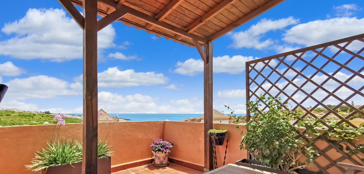 This is a fabulous, beautifully presented, three-bed house in La Villa in Alcaidesa, with its own pr,Spain