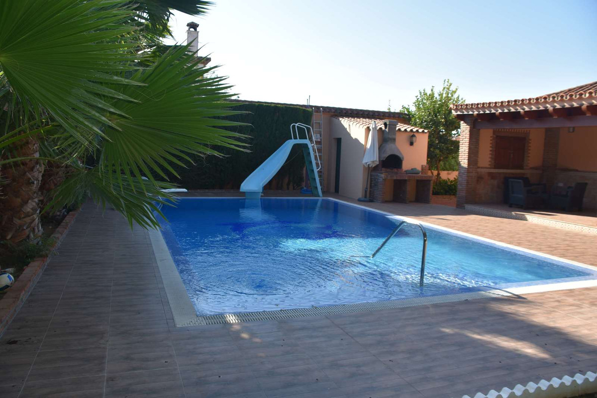 Great Villa in Pueblo Nuevo, Guadiaro. This villa consists of 4 bedrooms and 3 bathrooms, a fully fi, Spain