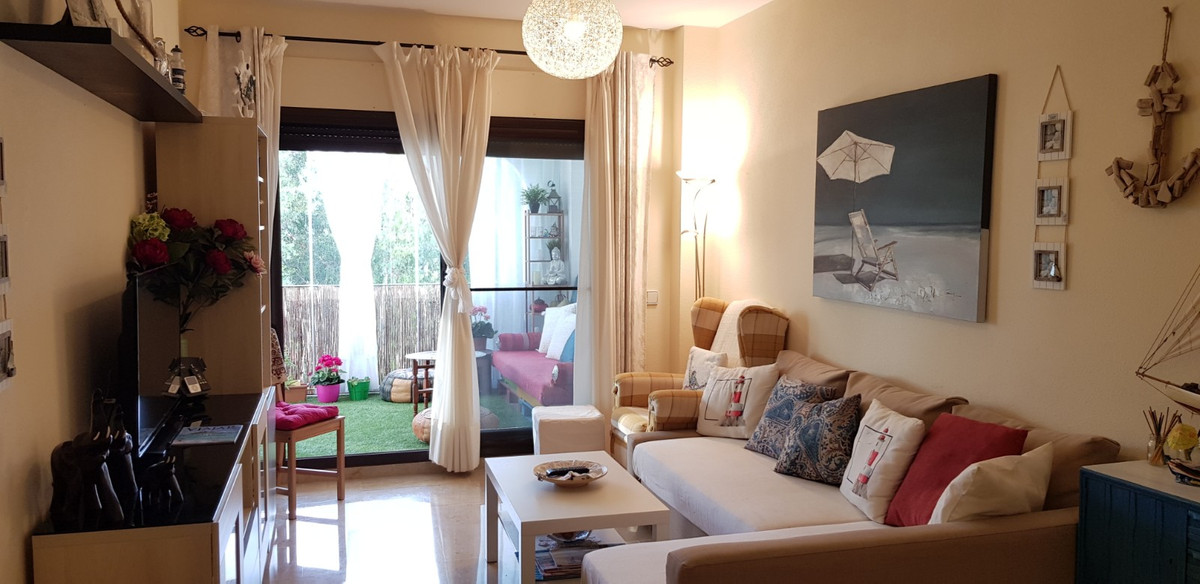 Fabulous 2 bedroom, 2 bathroom apartment ion the sought after, frontline beach complex of Marina de , Spain