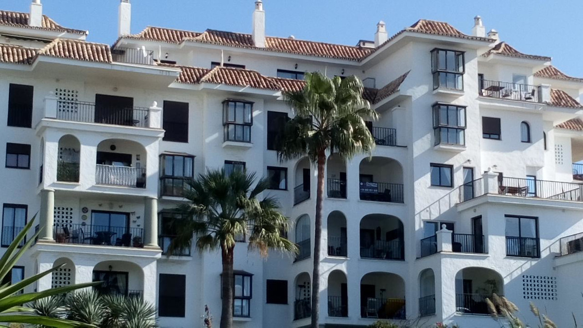 APARTMENT IN FRONTLINE BEACH COMMUNITY  AND WITH INCREDIBLE SEA AND MARINA VIEWS IN THE CHARMING SMA,Spain