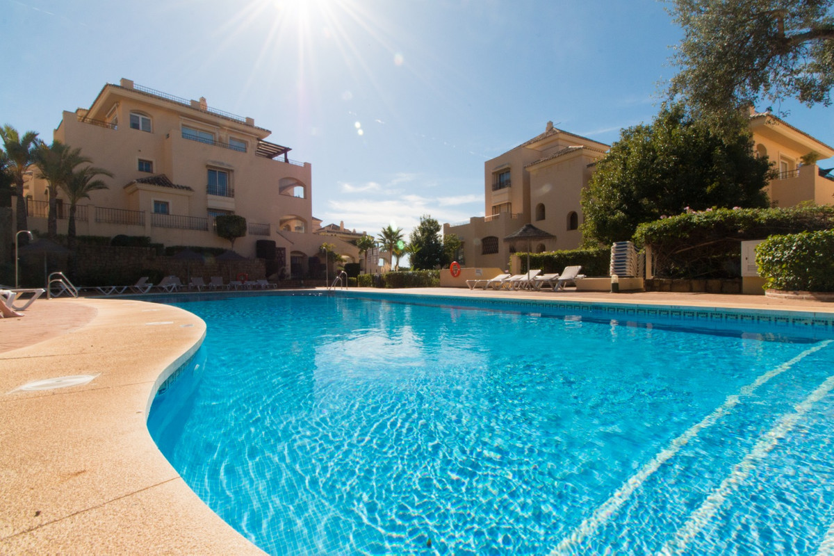 A lovely luxury apartment to be sold in the centrally located urbanisation of Hacienda Elviria which,Spain
