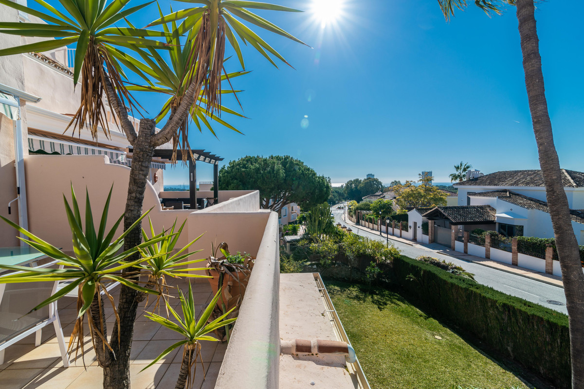 Beautiful  apartment in the exclusive urbanization El Manantial.  The apartment consists of kitchen , Spain