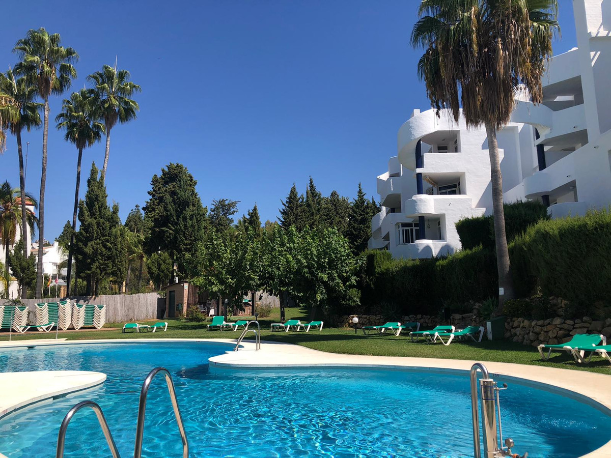 Well located penthouse in Calahonda, in a great holiday complex,with ideal apartments to spend your , Spain