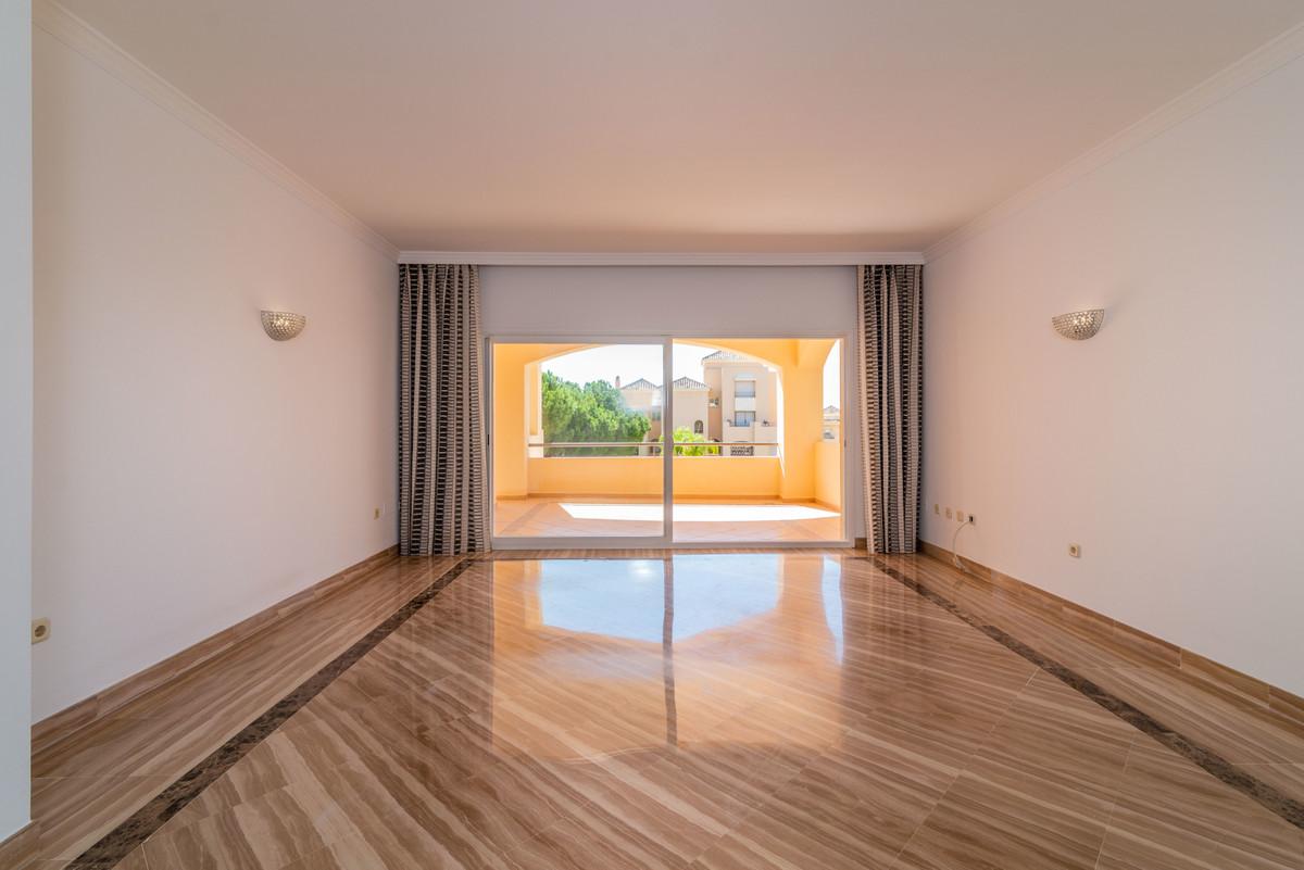 Apartment for Sale in Elviria – R3728158