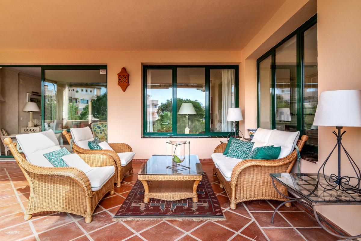 Marbella Banus Apartamento Planta Baja en Venta en Elviria – R3416614