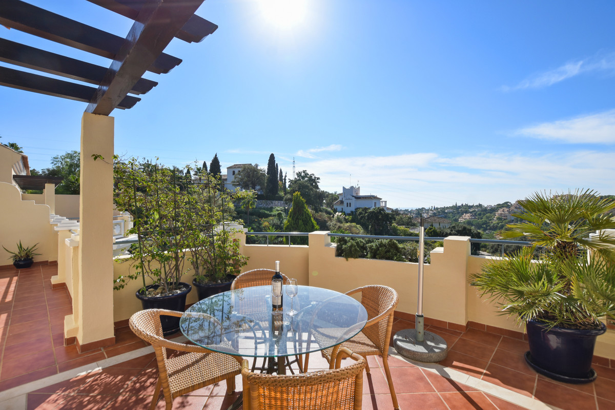 Attractive apartment in a gated and exclusive development located in the heart of Elviria.  It is a ,Spain