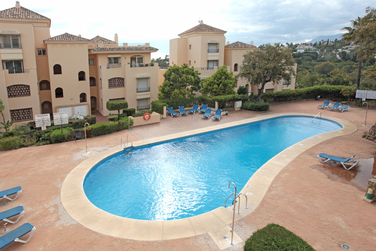 Beautiful apartment in Hacienda Elviria, this ground floor apartment has the particularity of being  Spain