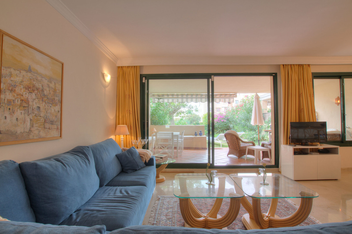 Lovely garden apartment in El Manantial, Elviria  Located in one of the most sought-after urbanizati, Spain