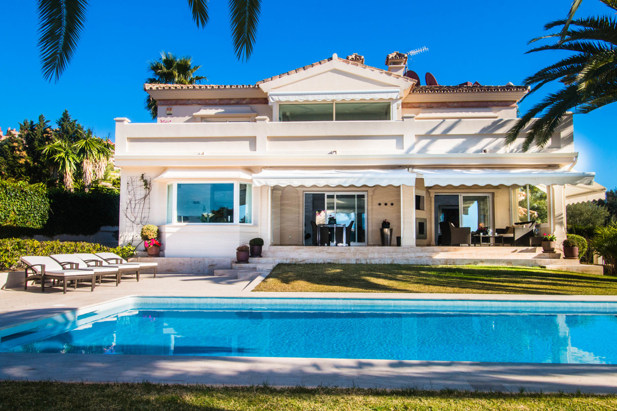 Beautiful property with great west-facing location and best sun setting for sale in Nueva Andalucia,,Spain