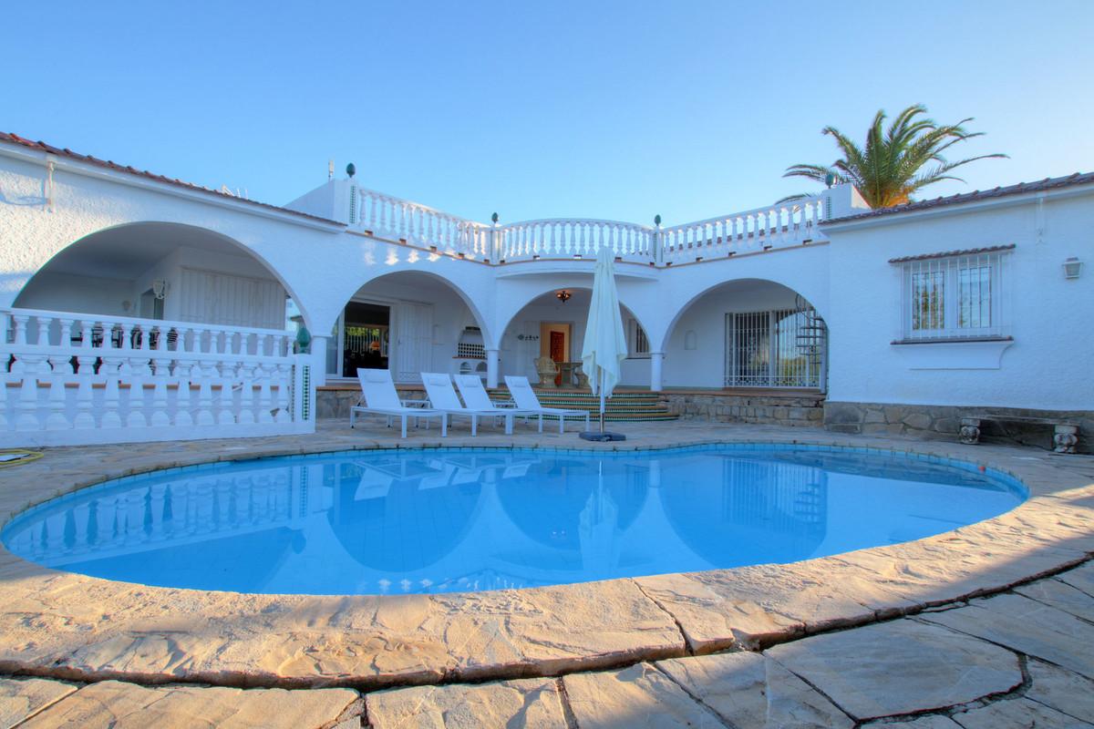 Detached Villa for sale in Elviria R3032897