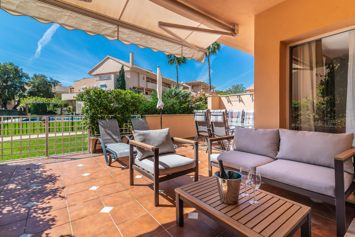 JARDINES DE SANTA MARIA : Beautiful south facing and very sunny two bed groundfloor apartment in Los, Spain