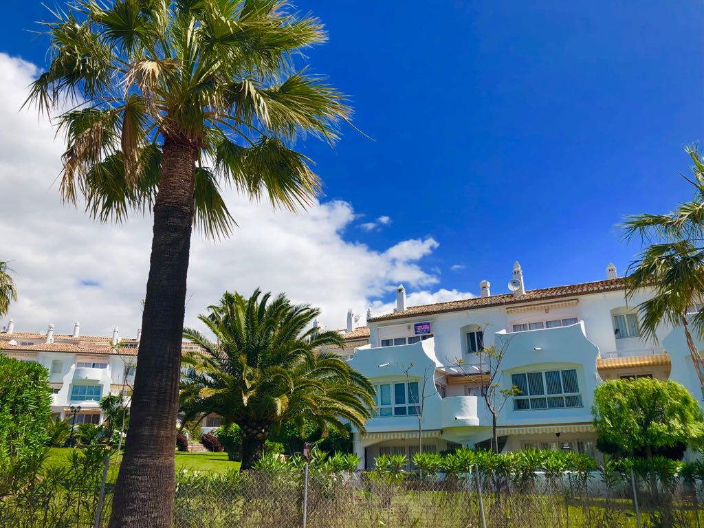 Jardines De Calahonda offers great accommodation in Mijas Costa, 37 km from Malaga. The complex has ,Spain