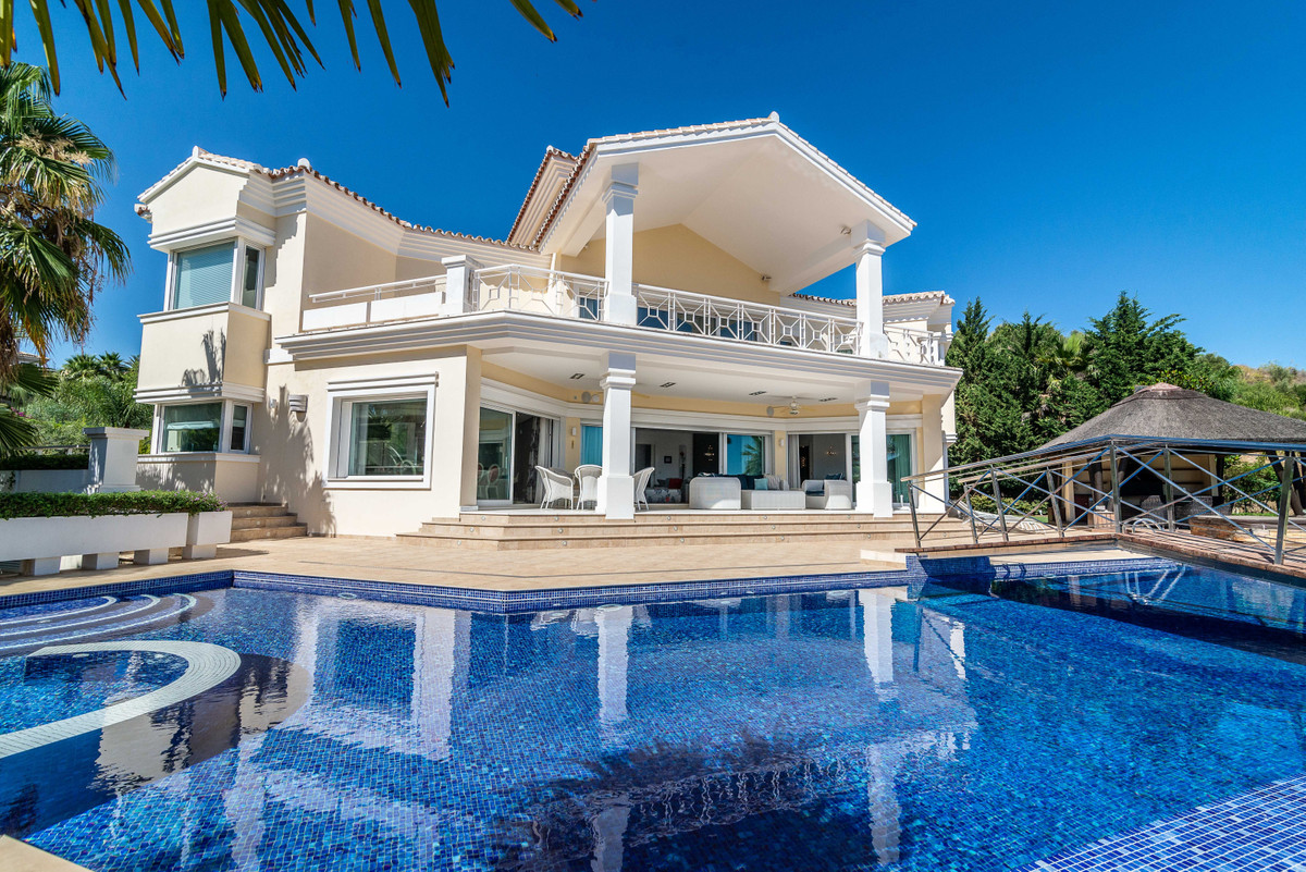Luxury Villa in Nueva Andalucia!  High standard property, offered to those who make high demands. Th,Spain