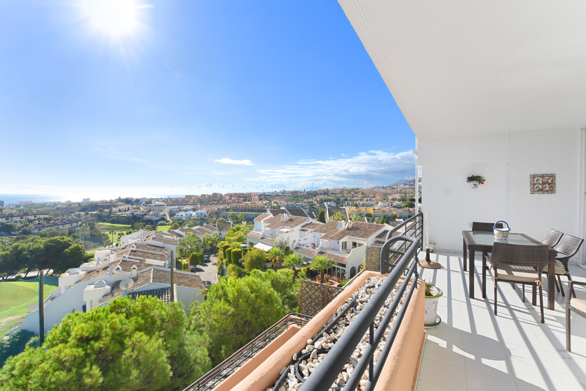 FRONT LINE GOLF APARTMENT IN MIJAS – ALTOS DE MIRAFLORES   Beautiful 2 bedroom 2 bath apartment in A, Spain