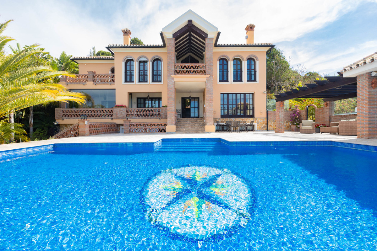 Villa  Detached 													for sale  																			 in Altos de los Monteros