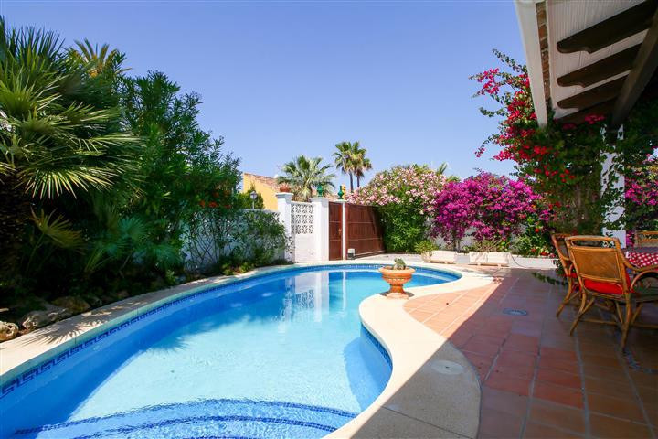 3 bedroom villa for sale las chapas