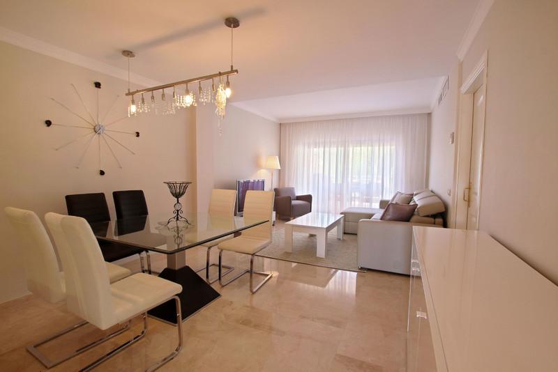 Apartamento Planta Media en venta en Elviria – R3536185