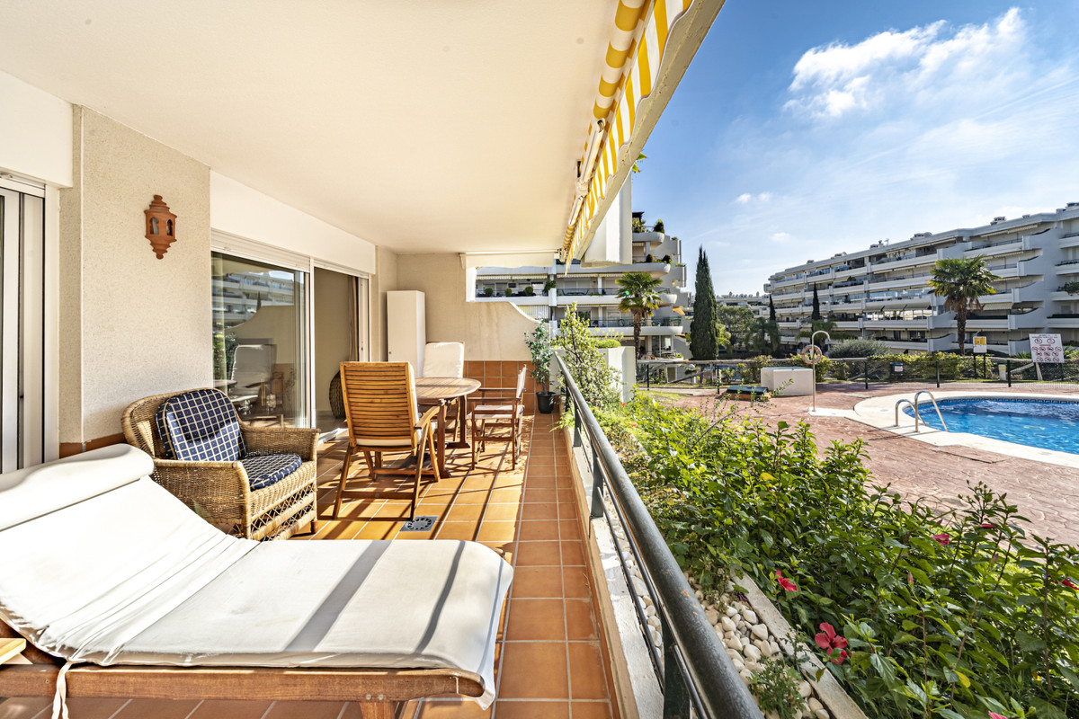 A beautifully presented one bedroom apartment in a good area of Guadalmina Alta, only a short walk t, Spain