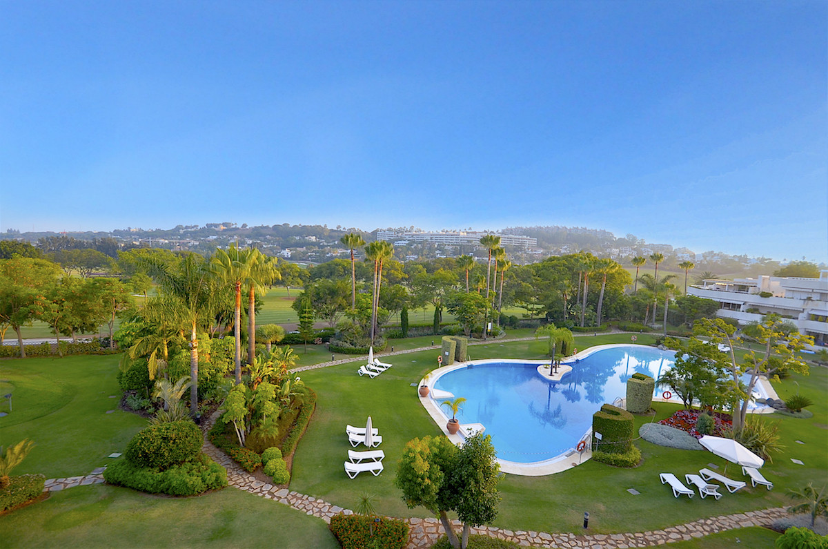An absolutely stunning penthouse located on the front line of Las Brisas Golf course offering panora,Spain
