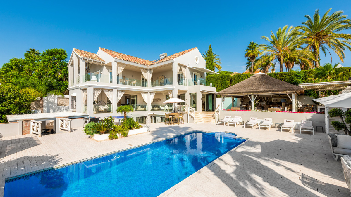 Fabulous fully refurbished south-facing villa located in the La Quinta area with easy access to San ,Spain