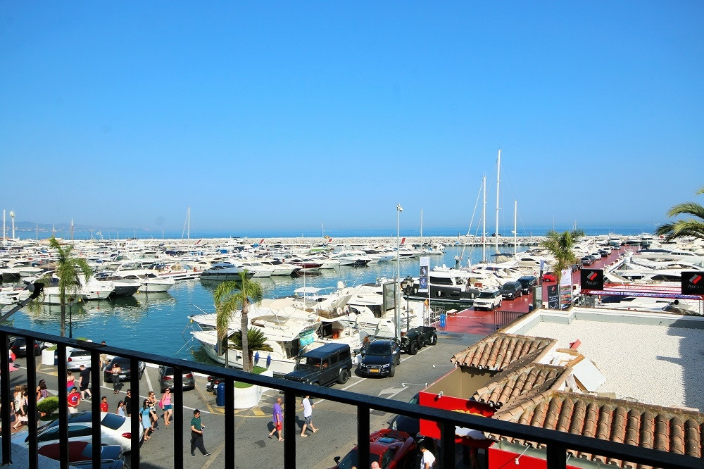 Modern recently refurbished 2 bedroom apartment in the heart of Puerto Banus. Shops, bars, restauran, Spain