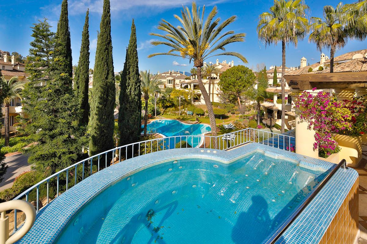 Marbella Banus Ático en Venta en Nueva Andalucía – R2726714