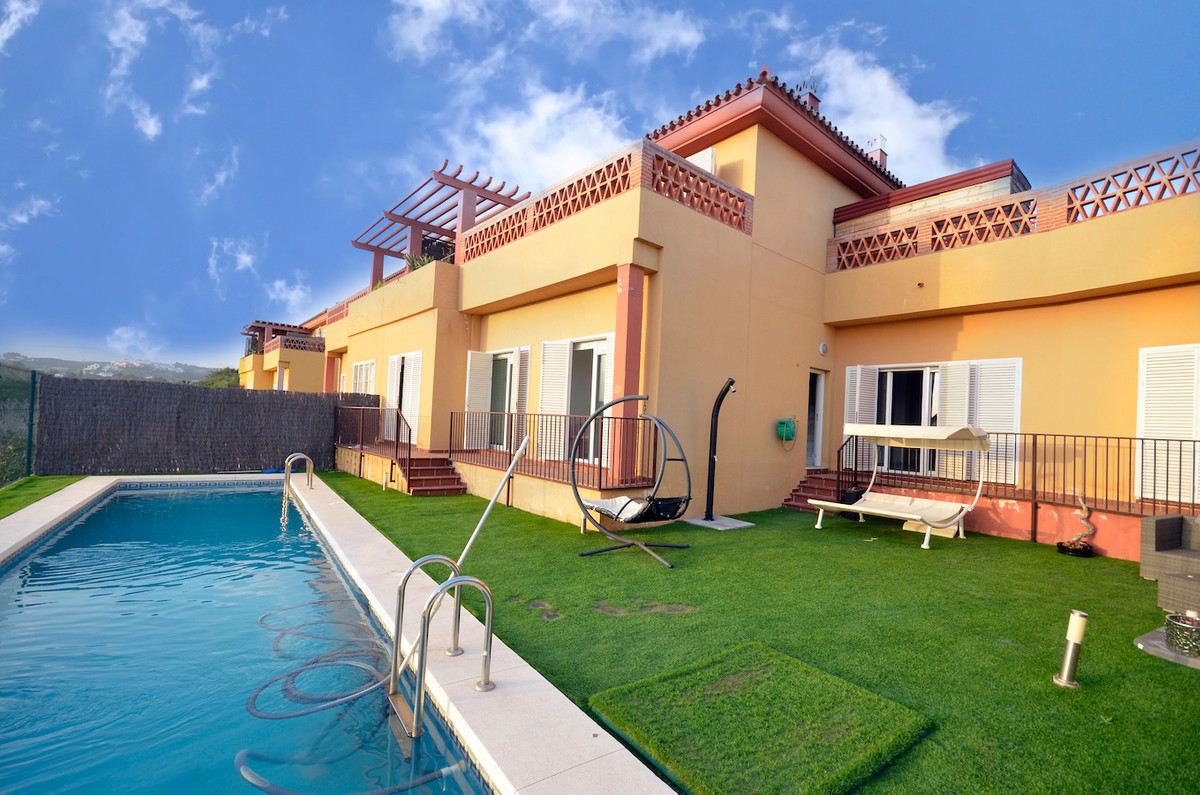 Immaculate 5 BEDROOM TOWNHOUSE laid out over 3 floors with a top solarium offering SEA VIEWS. Well w, Spain