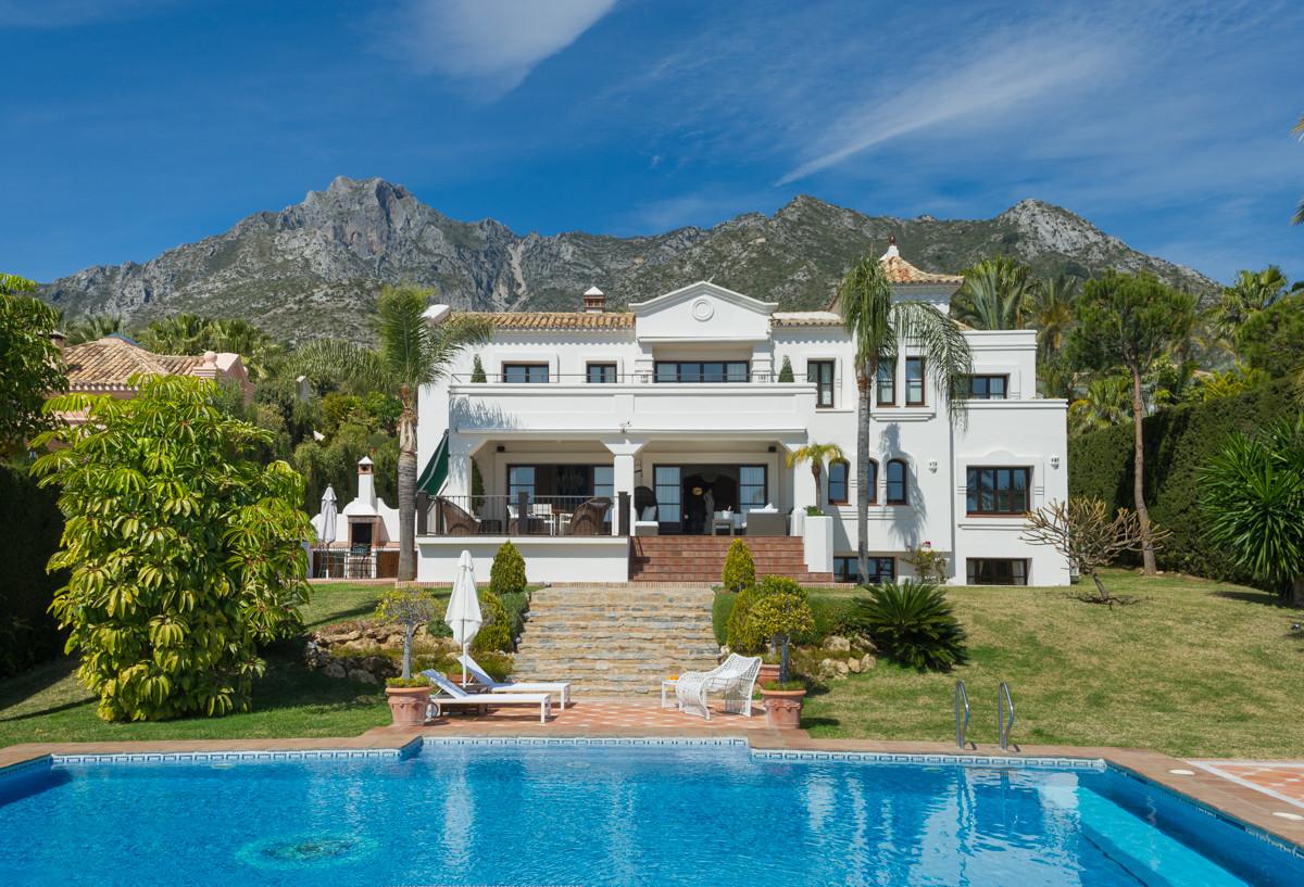 9 Bed Villa For Sale in Sierra Blanca
