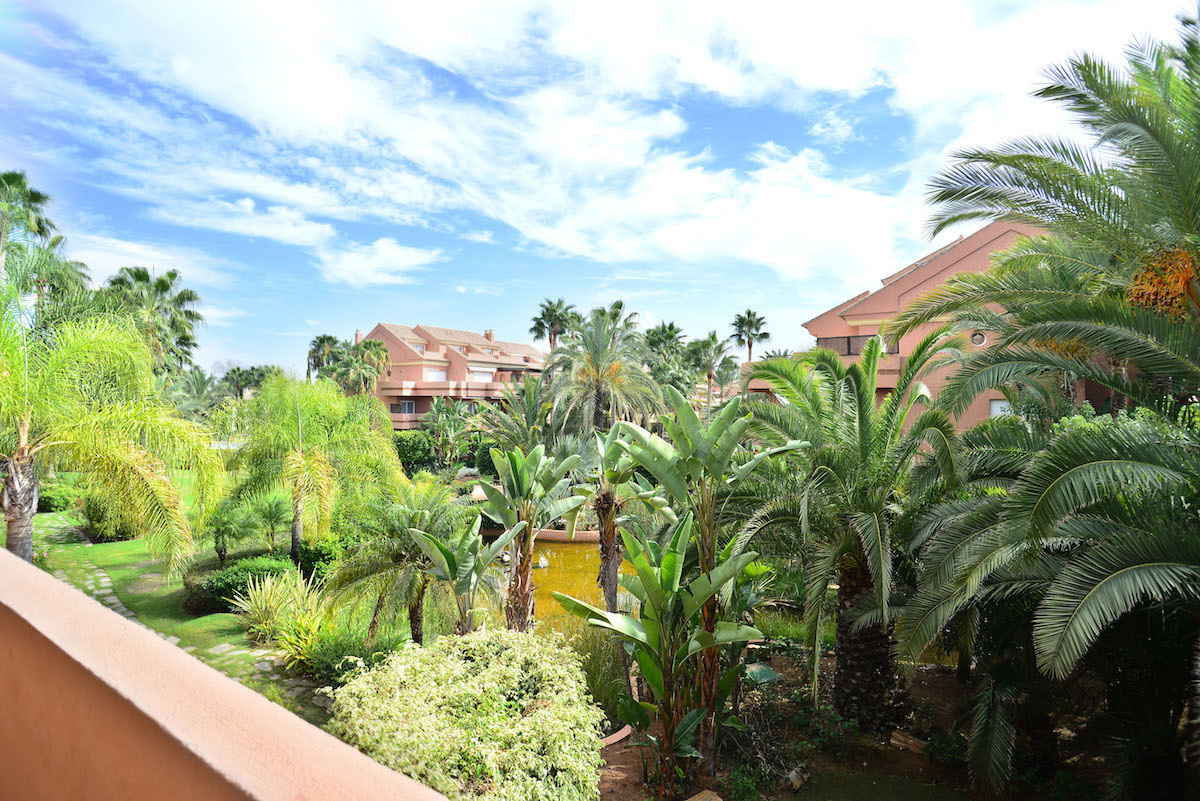Lovely and large corner apartment  in a beachside complex within walking distance to the world famou, Spain