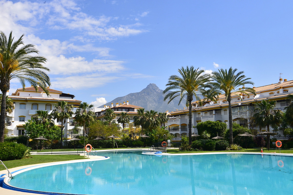 Marbella Banus Apartamento Planta Media en Venta en Nueva Andalucía – R3176161